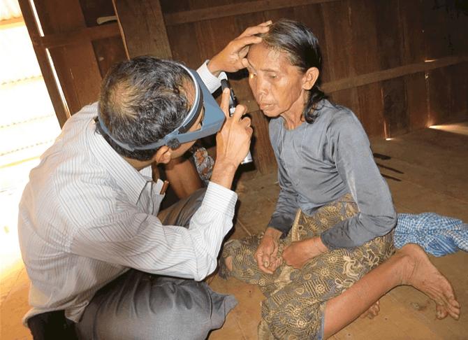 Cambodja provincie Ratanakiri controle van het oog