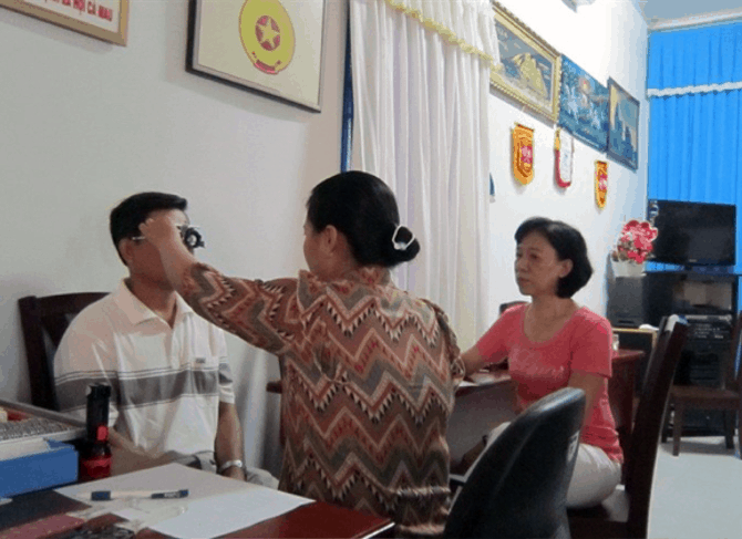 Oogmetingen en Oogzorg projecten Vietnam door Eye Care Foundation