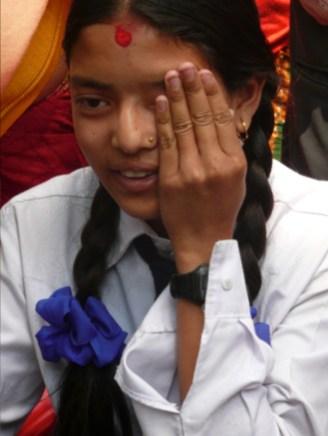 Oogscreening van een meisje in Pakhora